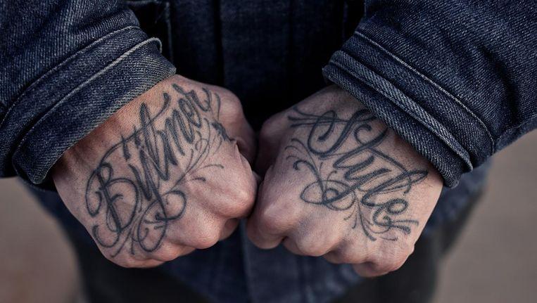 De handen van Robert Coblijn dragen zijn trots op Bijlmerstyle uit. Beeld Mark van der Zouw
