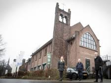 Het Seminar in Zenderen: oud-leerlingen bestuderen eerst de Bijbel en komen nu dineren