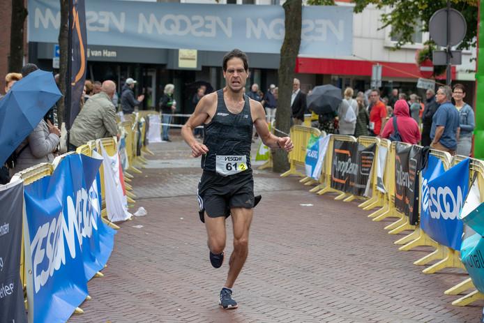 Tein Somers eindigde als tweede op de halve marathon.