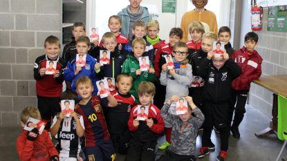 Profvoetballer Van Der Bruggen bezoekt Leedse Halloween Foot Week
