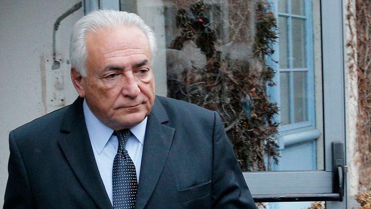 Dominique Strauss-Kahn verlaat de rechtbank in Lille. Beeld ap