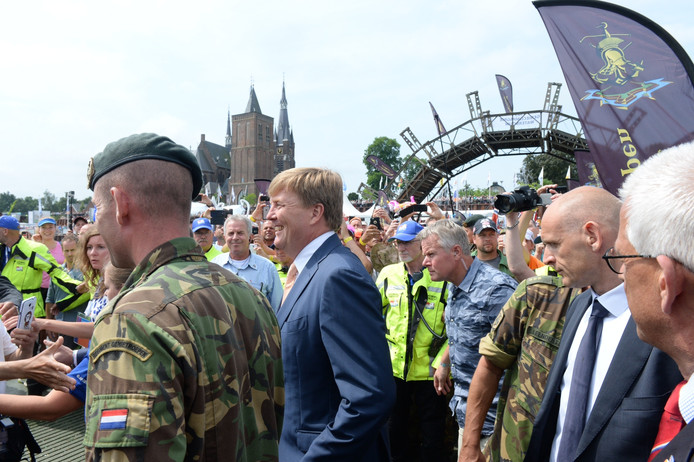 Koning Willem-Alexander brengt een bliksembezoek aan Cuijk.