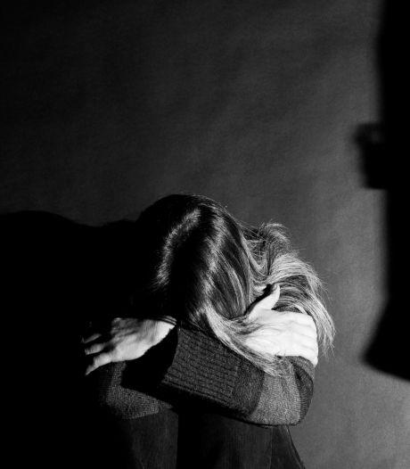 Onstuimige relatie of verkrachtte man (63) zijn veel jongere vriendin? 'Ze is kapotgemaakt'