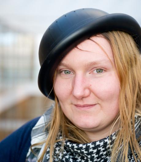 Rechter beslist of Mienke uit Nijmegen met vergiet op hoofd op pasfoto mag