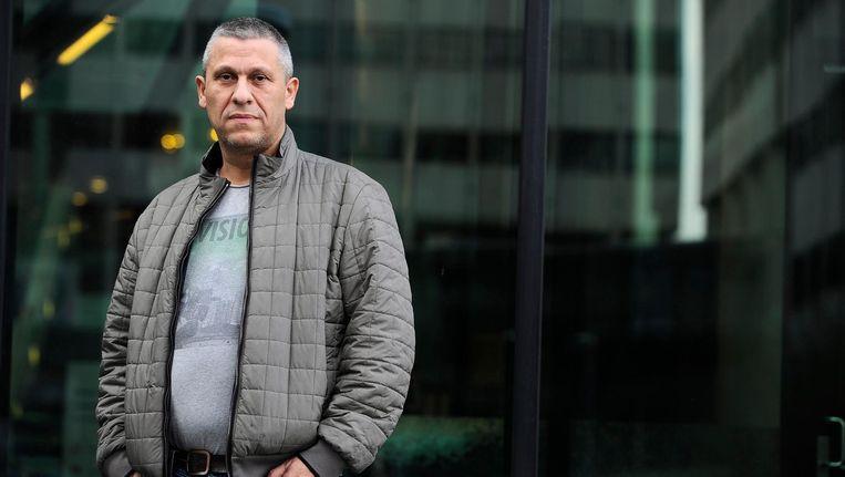 Onder de auto van Martin Kok, uitbater van misdaadwebsite Vlinderscrime.nl, werd vorig jaar juli een bom geplaatst. Beeld anp