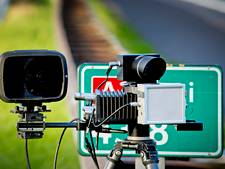 Snelheidsduivels racen op A35 langs wegwerkers, rijbewijzen ingenomen