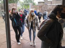 Dringend advies of plicht: veel mondkapjes in schoolgangen