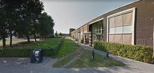 Het grasveldje aan de straat Zilverschoon in Elburg, waar de zesjarige Yaëlla vrijdagavond uit het niets werd mishandeld.