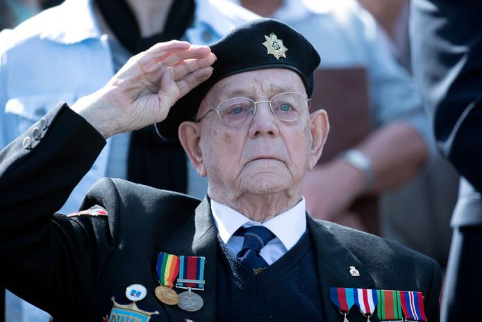 Een saluut van maar ook voor veteraan Bill Cole, een van de bevrijders van Doetinchem. De bevrijder is zondag overleden.