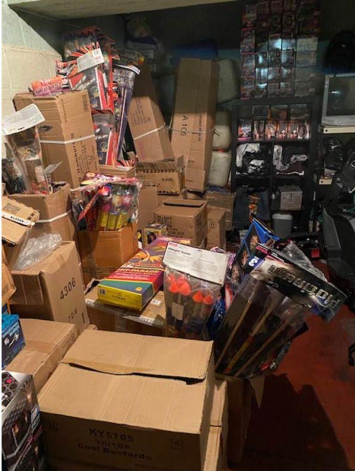 De politie vond 900 kilo vuurwerk in een ondergrondse garage.