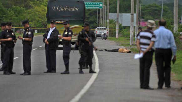 Bij een aanval op een bus vielen zes gewonden in El Salvador.