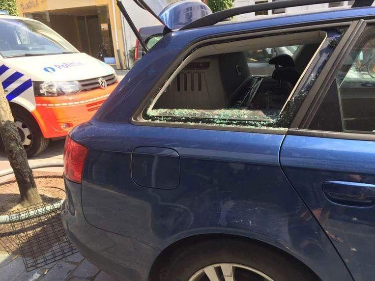 De politie kon de hond bevrijden door het raampje van de Audi in te slaan.