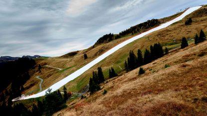 Skiseizoen van start bij 20 graden: skiën op eenzame witte strook in groen gebergte