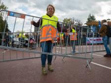Angelique is verkeersregelaar bij Olympia's Tour: met een glimlach blijkt iedereen blij