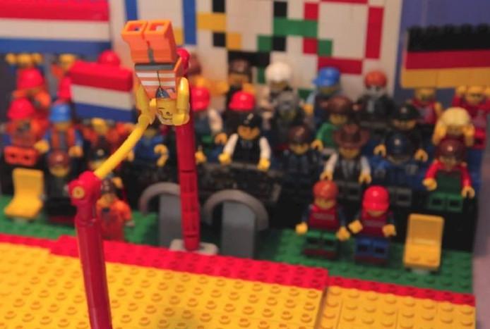 Still uit het filmpje van Epke's oefening in lego.