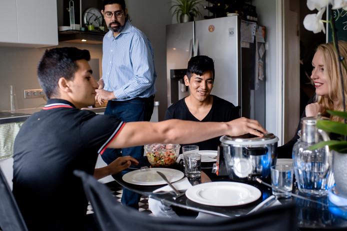 Gerlach versnelt de integratie: ,,Bij ons in huis komt niet automatisch halal geslacht vlees op tafel en gelden gelijke rechten.''