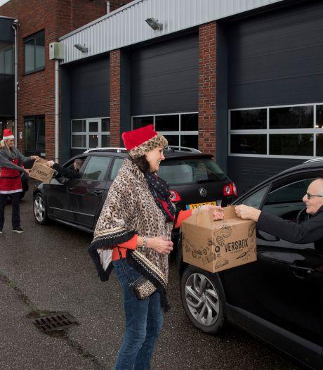 Geen kerstmarktritten voor buschauffeurs, wel een drive thru voor hun kerstpakket