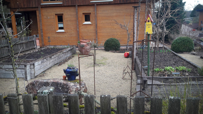 De politie in de regio Kaiserslautern waarschuwt nog steeds voor het 'onzichtbare gevaar'. Volgens een politiewoordvoerder heeft de wraakzuchtige tuinman Bernard Graumann waarschijnlijk nog meer explosieven verstopt.