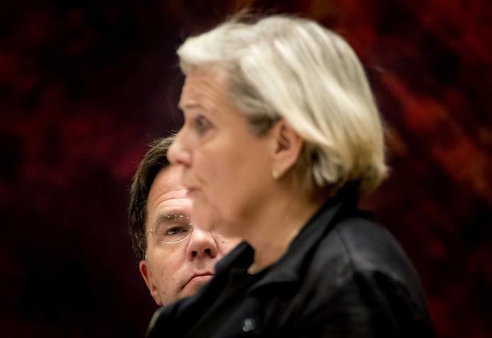 Ank Bijleveld, minister van Defensie en premier Mark Rutte tijdens het debat gisteravond