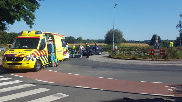 Een fietsster is zaterdagmiddag gewond geraakt bij een ongeval op de Diedenweg in Wageningen.