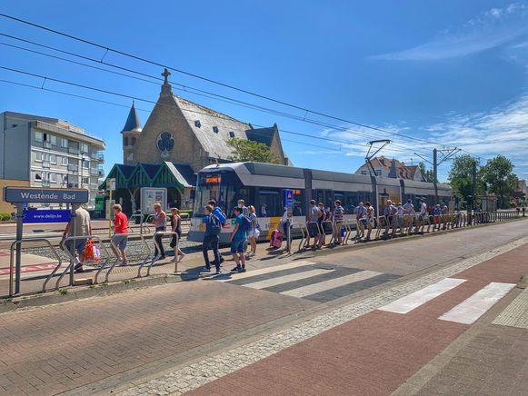 Het ongeval gebeurde bij de tramhalte Westende-Bad.
