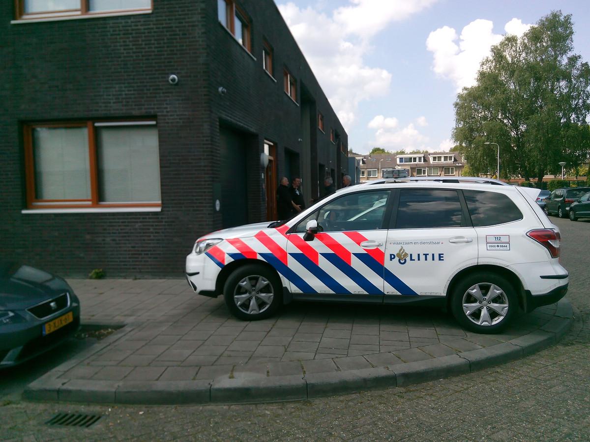Politie bij een eerdere inval in een voorraadpand van The Grass Company.