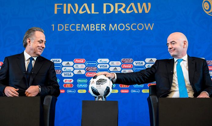 Moetko met FIFA-baas Infantino bij de WK-loting.