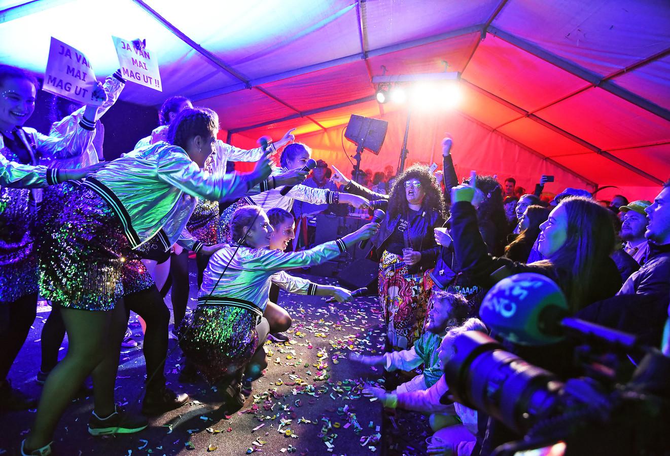 De meiden van De Kleppies maakten er één grote show van tijdens het Liedjesfestival.