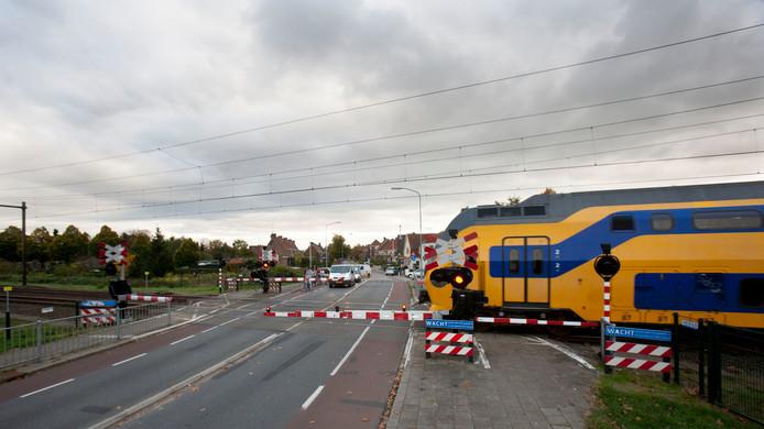 De spoorwegovergang aan de Kerkweg in Ede.