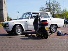 Scooter botst op auto in Rouveen