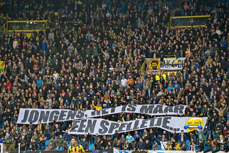 Spandoek van Vitesse-fans tijdens de wedstrijd van FC Twente Beeld null