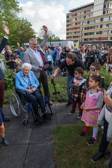 Oudste inwoner van Enschede (108) verklapt geheim: borrel en bitterbal