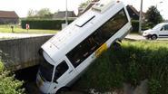 Busje belandt in de gracht in Zwevegem