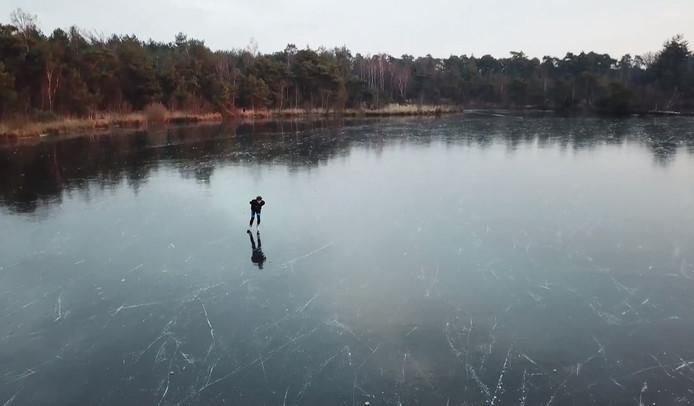 'Gevaarlijk ijs' is aan schaatsfanaten niet besteed.