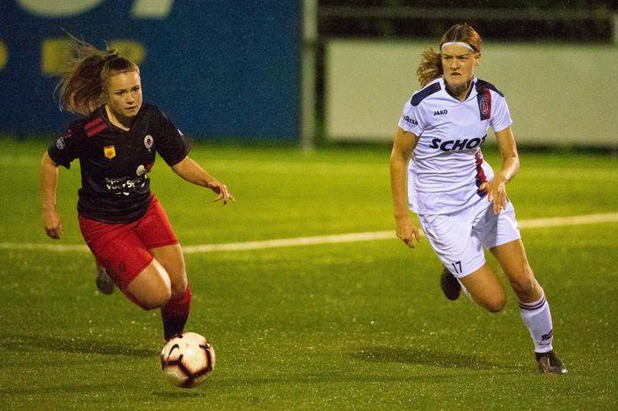 Julia Ibes was vroeger weleens ballenmeisje bij PSV, nu neemt ze het als speelster van Excelsior op tégen de Eindhovense formatie.