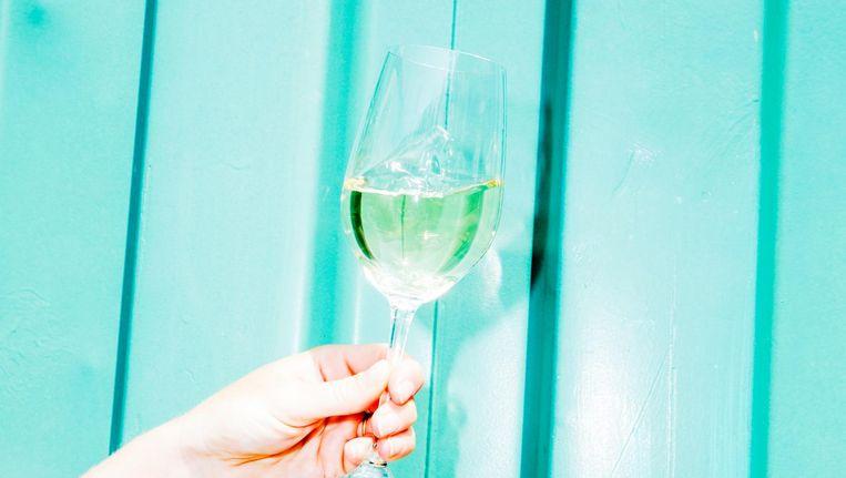 De witte wijn van Hotel Buiten. Beeld Marie Wanders