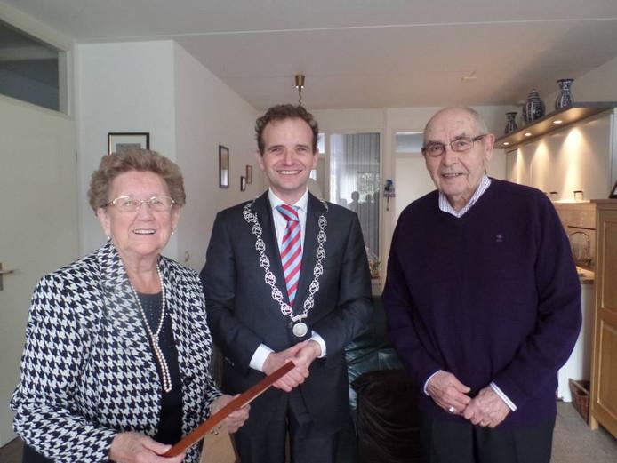 Corrie, burgemeester Slinkman en Geer.