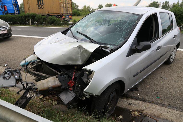 Drie inzittenden van de wagen werden gewond afgevoerd naar het ziekenhuis.