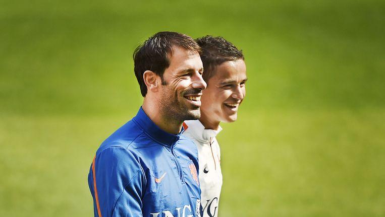 Assistent-trainer Ruud van Nistelrooy met Ibrahim Affelay Beeld Guus Dubbelman / de Volkskrant
