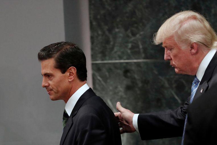 De Mexicaanse president Enrique Peña Nieto en president Donald Trump, tijdens een bezoek van laatstgenoemde aan Mexico City. Beeld ap