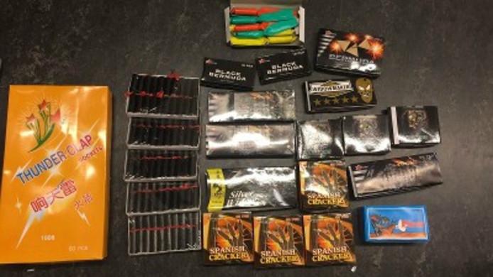 Het gevonden en in beslag genomen illegale vuurwerk.