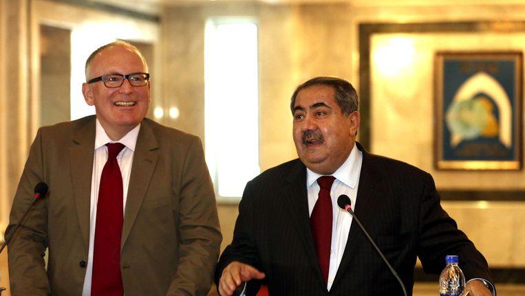 Minister Timmermans (links) en zijn Iraakse ambtsgenoot Hoshyar Zebari in Bagdad, maandag. Beeld ap
