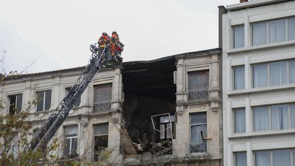 Astridplein in stof door ingestort gebouw