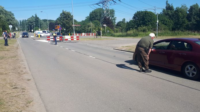 Afzetting van de Merwelanden op de Baanhoekweg in Dordrecht: het werd er te druk.
