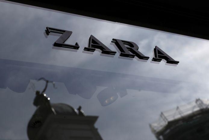 De dievegges sloegen hun slag bij kledingketen Zara.