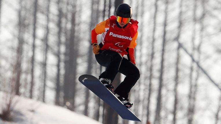 Bibian Mentel in de halve finale van de snowboardcross in Pyeongchang. Beeld reuters