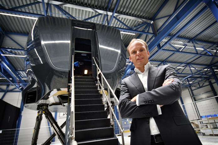Ceo Bart Slager voor Avion's nieuwe Phantom 320. Die onderscheidt zich onder meer door de uitschuifbare trap en modulaire bouw.