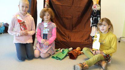Kinderen maken zelf handpoppen op Kunstendag