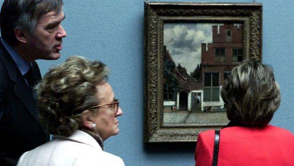 Prinses Margriet bekijkt Het Straatje van Vermeer