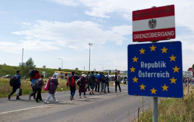Vluchtelingen bij de Hongaars-Oostenrijkse grens in 2015.
